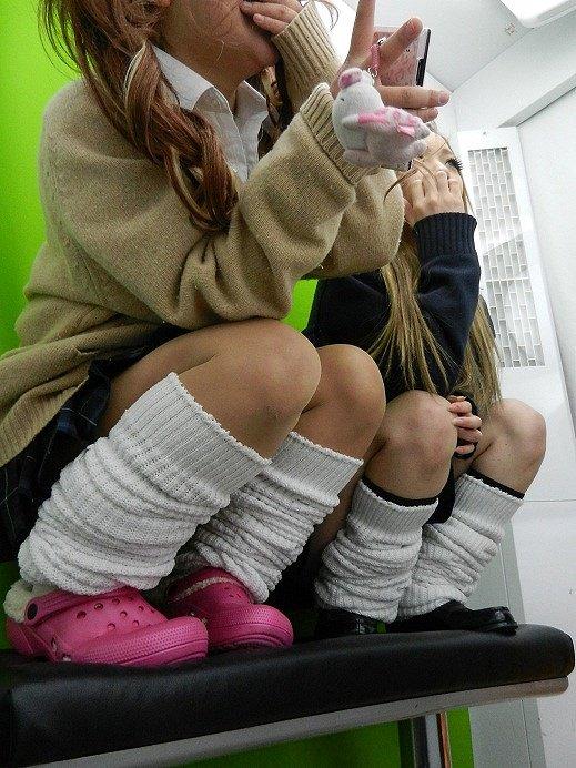 【ルーズソックスエロ画像集】ダッルダルのルーズソックスで足コキされて顔面踏んでもらいたいスーズソックスエロ画像集ww 36
