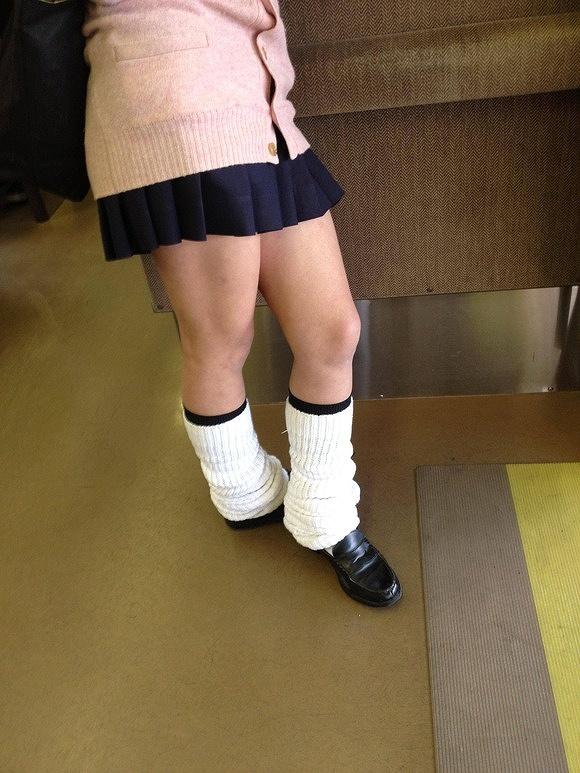 【ルーズソックスエロ画像集】ダッルダルのルーズソックスで足コキされて顔面踏んでもらいたいスーズソックスエロ画像集ww 37