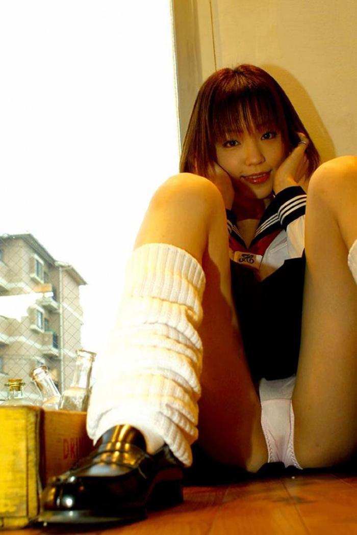 【ルーズソックスエロ画像集】ダッルダルのルーズソックスで足コキされて顔面踏んでもらいたいスーズソックスエロ画像集ww 46