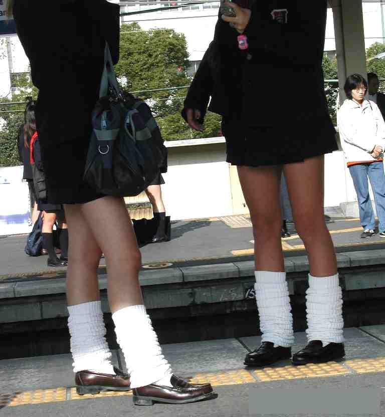【ルーズソックスエロ画像集】ダッルダルのルーズソックスで足コキされて顔面踏んでもらいたいスーズソックスエロ画像集ww 53