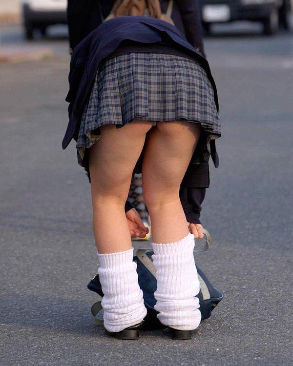 【ルーズソックスエロ画像集】ダッルダルのルーズソックスで足コキされて顔面踏んでもらいたいスーズソックスエロ画像集ww 59
