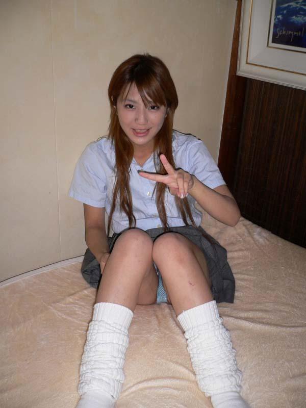 【ルーズソックスエロ画像集】ダッルダルのルーズソックスで足コキされて顔面踏んでもらいたいスーズソックスエロ画像集ww 65
