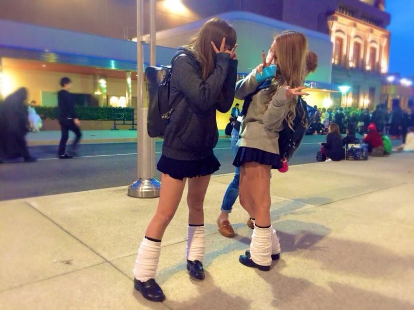 【ルーズソックスエロ画像集】ダッルダルのルーズソックスで足コキされて顔面踏んでもらいたいスーズソックスエロ画像集ww 77
