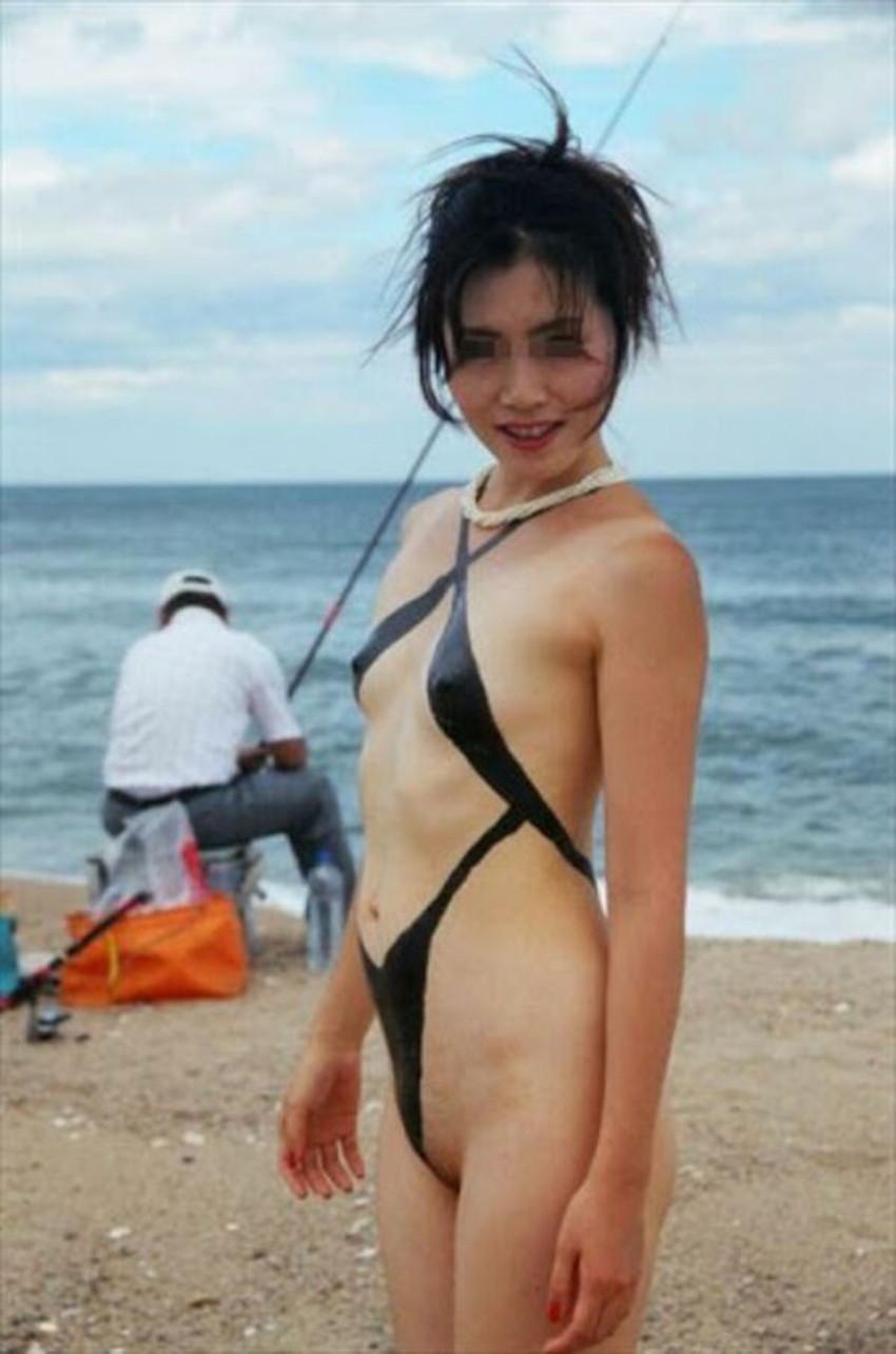 【ボディペイントエロ画像】全裸なのにボディペイントで着衣に見せかけ野外で露出狂プレイを堪能するボディペイントのエロ画像集ww!ww【80枚】 34