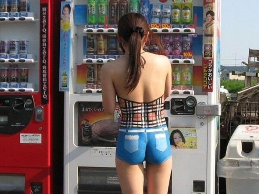 【ボディペイントエロ画像】全裸なのにボディペイントで着衣に見せかけ野外で露出狂プレイを堪能するボディペイントのエロ画像集ww!ww【80枚】 43