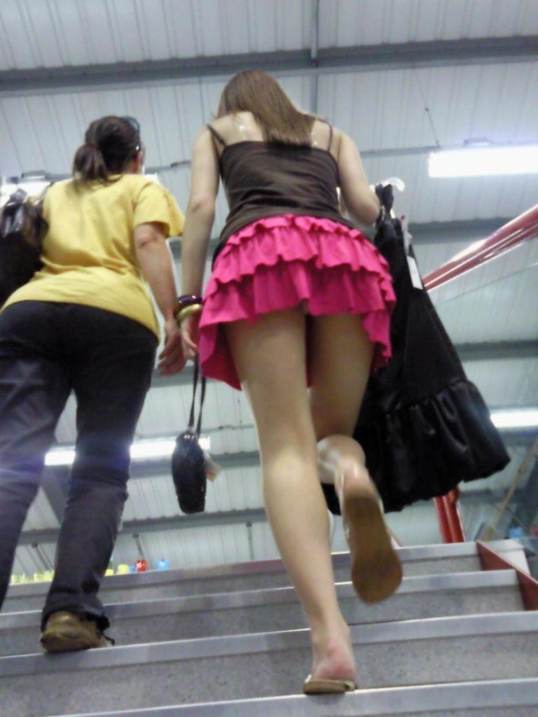 【階段 エロ画像】非常階段でスリル満点セックスしたりミニスカ素人娘のパンチラ盗撮しちゃってる階段エロ画像集!ww 05