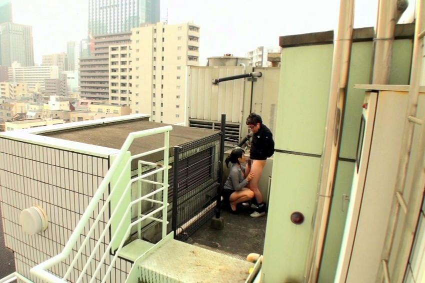 【階段 エロ画像】非常階段でスリル満点セックスしたりミニスカ素人娘のパンチラ盗撮しちゃってる階段エロ画像集!ww 09
