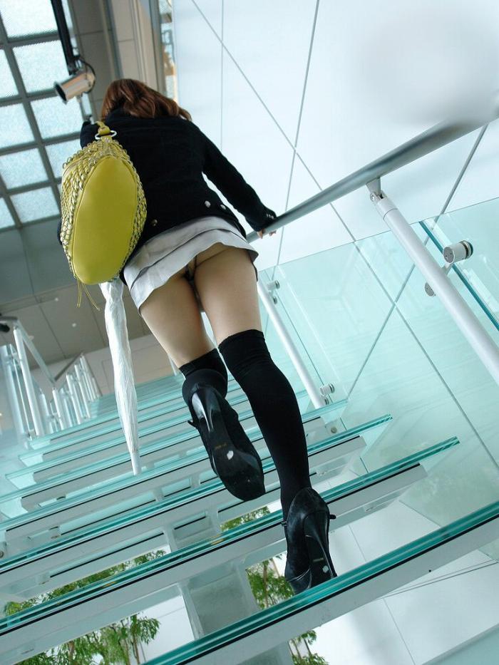 【階段 エロ画像】非常階段でスリル満点セックスしたりミニスカ素人娘のパンチラ盗撮しちゃってる階段エロ画像集!ww 10