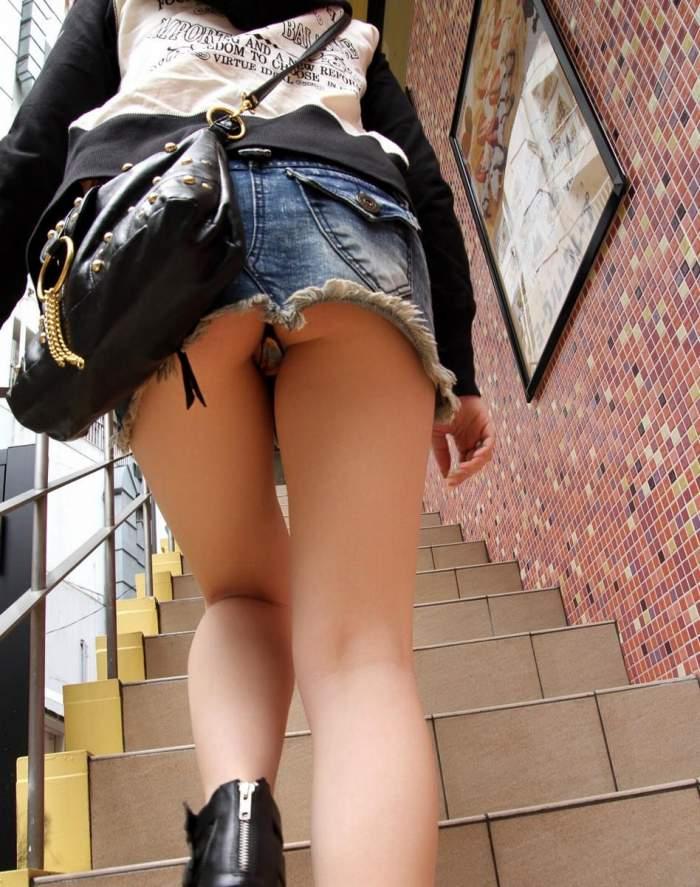 【階段 エロ画像】非常階段でスリル満点セックスしたりミニスカ素人娘のパンチラ盗撮しちゃってる階段エロ画像集!ww 11