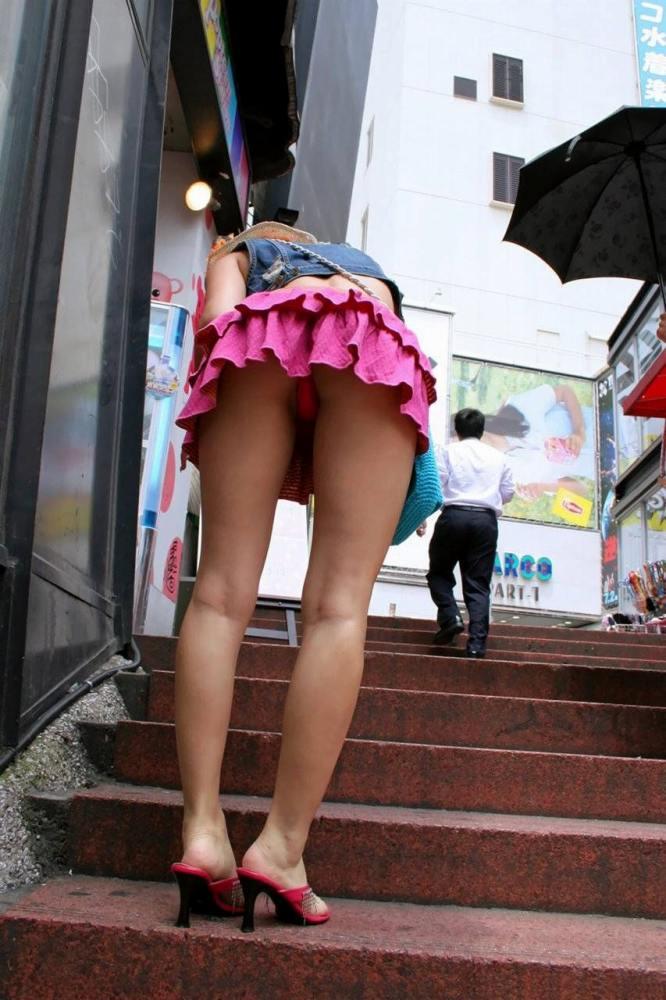 【階段 エロ画像】非常階段でスリル満点セックスしたりミニスカ素人娘のパンチラ盗撮しちゃってる階段エロ画像集!ww 16