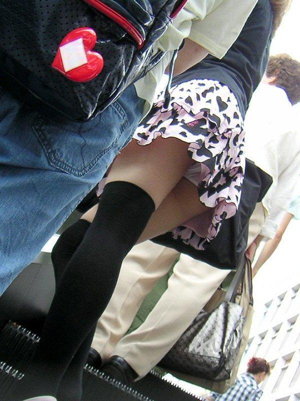 【階段 エロ画像】非常階段でスリル満点セックスしたりミニスカ素人娘のパンチラ盗撮しちゃってる階段エロ画像集!ww 18