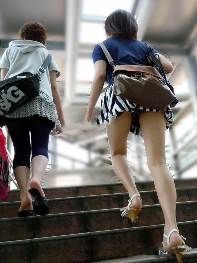 【階段 エロ画像】非常階段でスリル満点セックスしたりミニスカ素人娘のパンチラ盗撮しちゃってる階段エロ画像集!ww 28