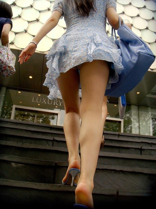 【階段 エロ画像】非常階段でスリル満点セックスしたりミニスカ素人娘のパンチラ盗撮しちゃってる階段エロ画像集!ww 33