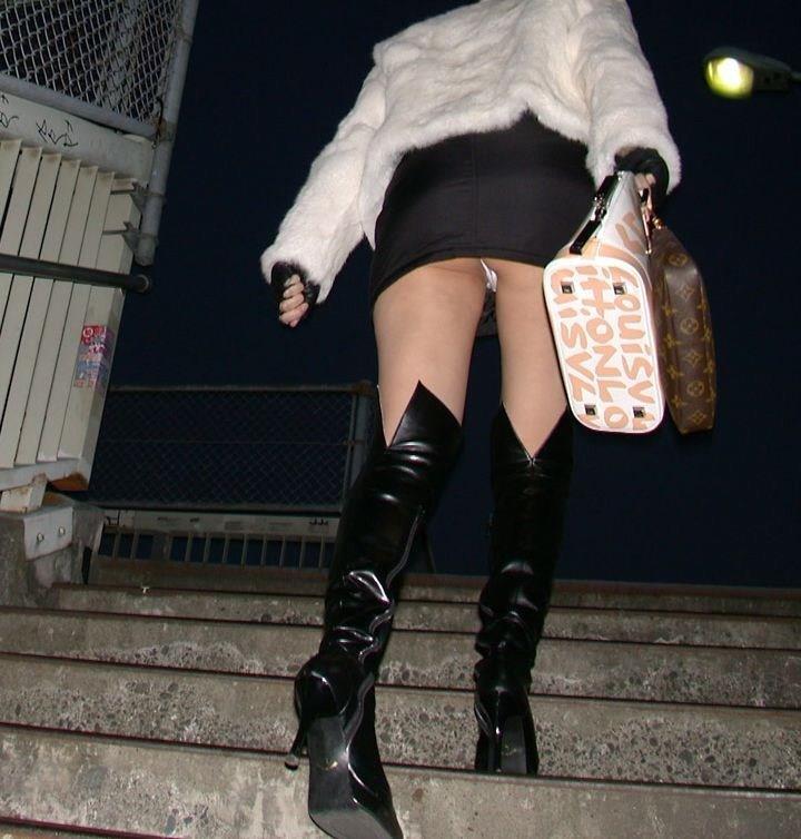 【階段 エロ画像】非常階段でスリル満点セックスしたりミニスカ素人娘のパンチラ盗撮しちゃってる階段エロ画像集!ww 39