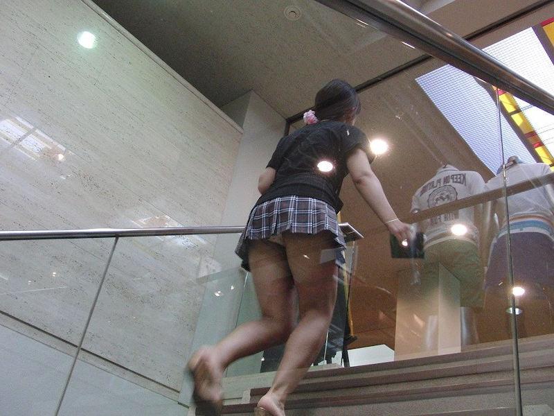 【階段 エロ画像】非常階段でスリル満点セックスしたりミニスカ素人娘のパンチラ盗撮しちゃってる階段エロ画像集!ww 41