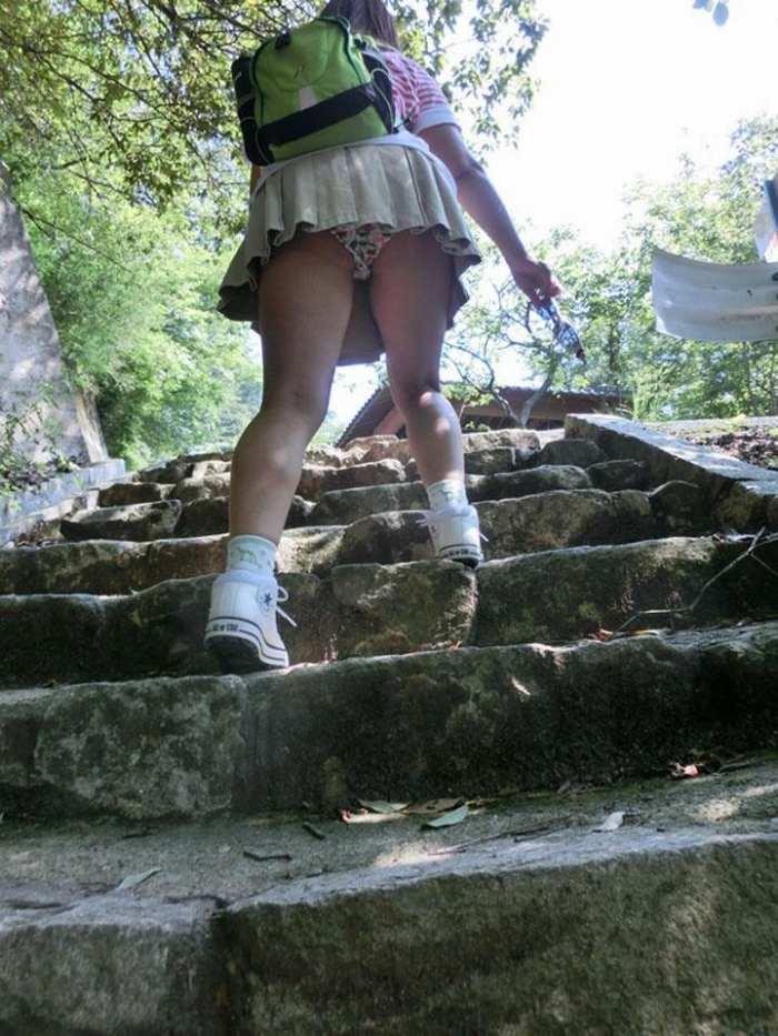 【階段 エロ画像】非常階段でスリル満点セックスしたりミニスカ素人娘のパンチラ盗撮しちゃってる階段エロ画像集!ww 46