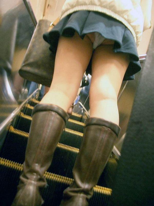 【階段 エロ画像】非常階段でスリル満点セックスしたりミニスカ素人娘のパンチラ盗撮しちゃってる階段エロ画像集!ww 48