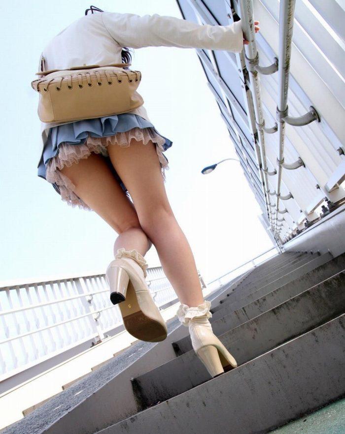 【階段 エロ画像】非常階段でスリル満点セックスしたりミニスカ素人娘のパンチラ盗撮しちゃってる階段エロ画像集!ww 49