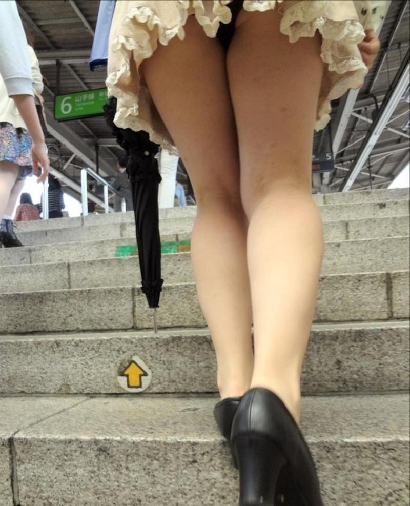 【階段 エロ画像】非常階段でスリル満点セックスしたりミニスカ素人娘のパンチラ盗撮しちゃってる階段エロ画像集!ww 57