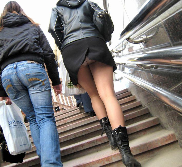 【階段 エロ画像】非常階段でスリル満点セックスしたりミニスカ素人娘のパンチラ盗撮しちゃってる階段エロ画像集!ww 61