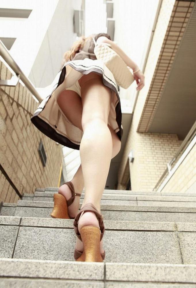 【階段 エロ画像】非常階段でスリル満点セックスしたりミニスカ素人娘のパンチラ盗撮しちゃってる階段エロ画像集!ww 66