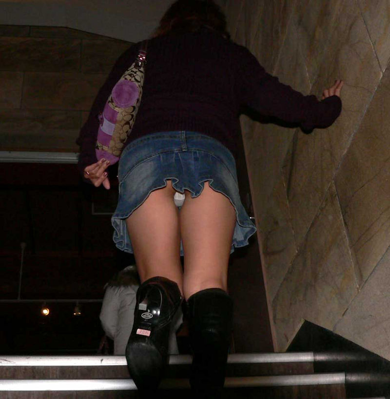 【階段 エロ画像】非常階段でスリル満点セックスしたりミニスカ素人娘のパンチラ盗撮しちゃってる階段エロ画像集!ww 68