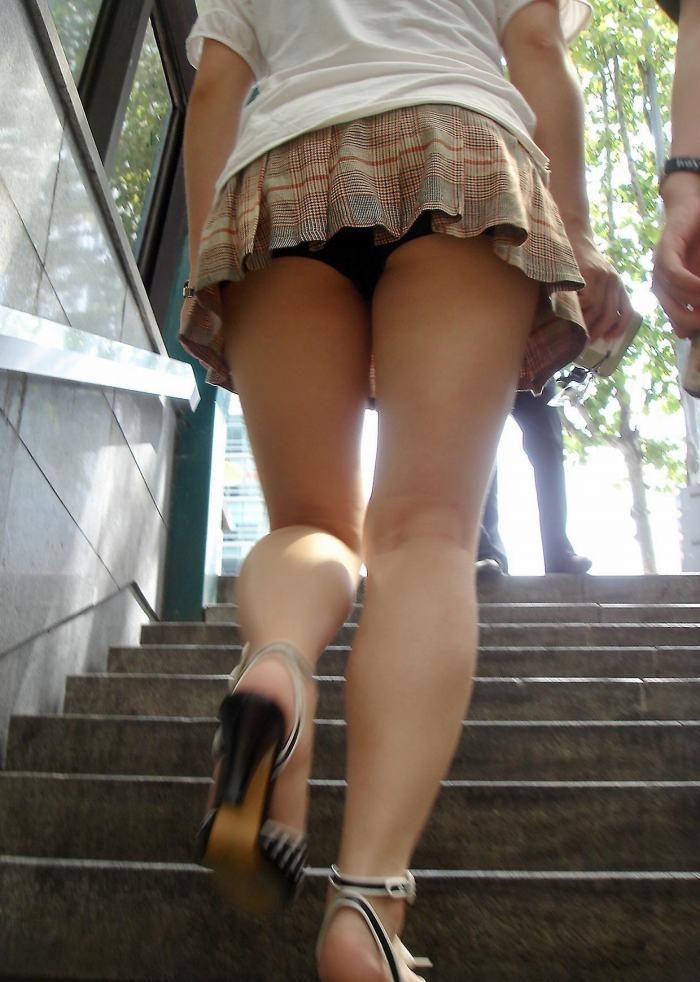 【階段 エロ画像】非常階段でスリル満点セックスしたりミニスカ素人娘のパンチラ盗撮しちゃってる階段エロ画像集!ww 71