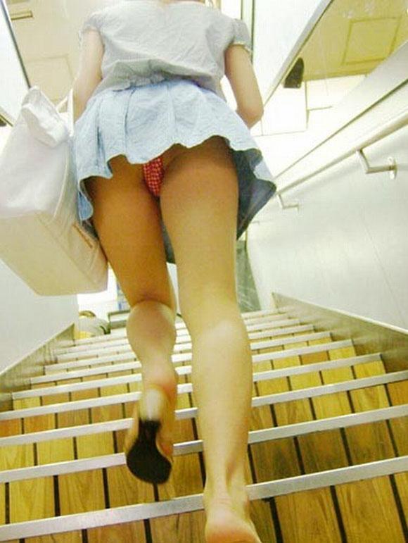 【階段 エロ画像】非常階段でスリル満点セックスしたりミニスカ素人娘のパンチラ盗撮しちゃってる階段エロ画像集!ww 72