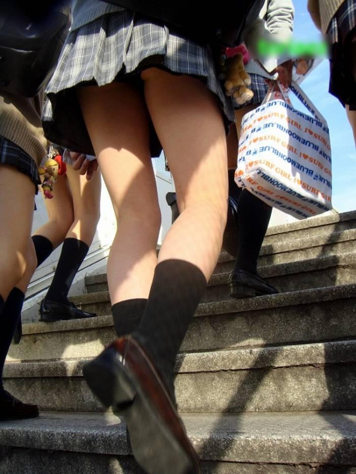 【階段 エロ画像】非常階段でスリル満点セックスしたりミニスカ素人娘のパンチラ盗撮しちゃってる階段エロ画像集!ww 75