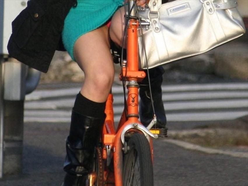 【チャリンコ女子エロ画像】自転車通学の制服JKやスーツOLのパンチラや食い込む美尻が朝から嬉し過ぎるチャリンコ女子のエロ画像集!ww【80枚】 10