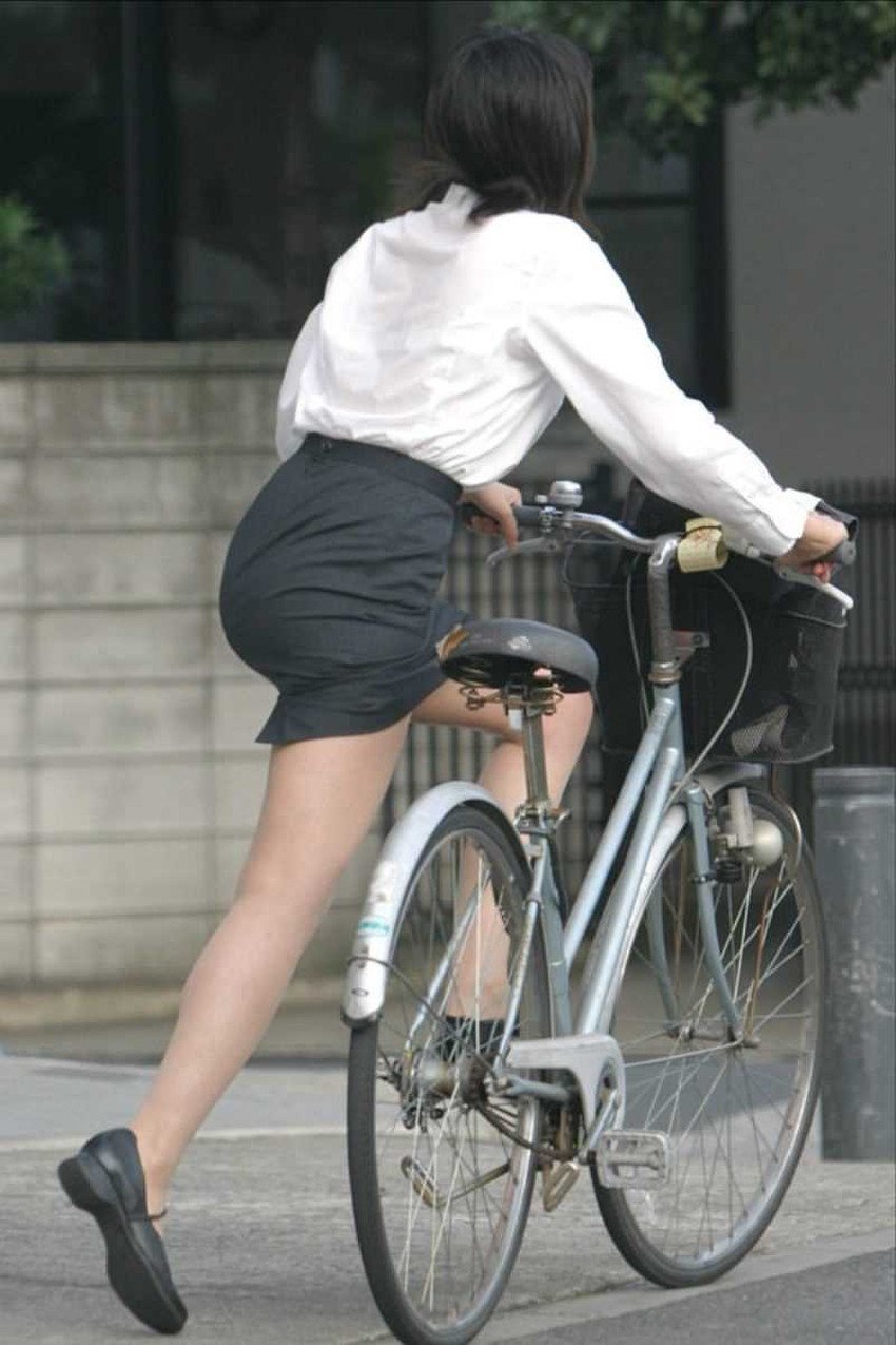 【チャリンコ女子エロ画像】自転車通学の制服JKやスーツOLのパンチラや食い込む美尻が朝から嬉し過ぎるチャリンコ女子のエロ画像集!ww【80枚】 20