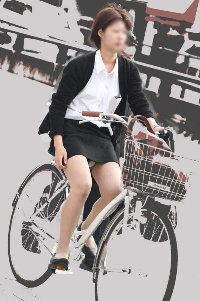 【チャリンコ女子エロ画像】自転車通学の制服JKやスーツOLのパンチラや食い込む美尻が朝から嬉し過ぎるチャリンコ女子のエロ画像集!ww【80枚】 25