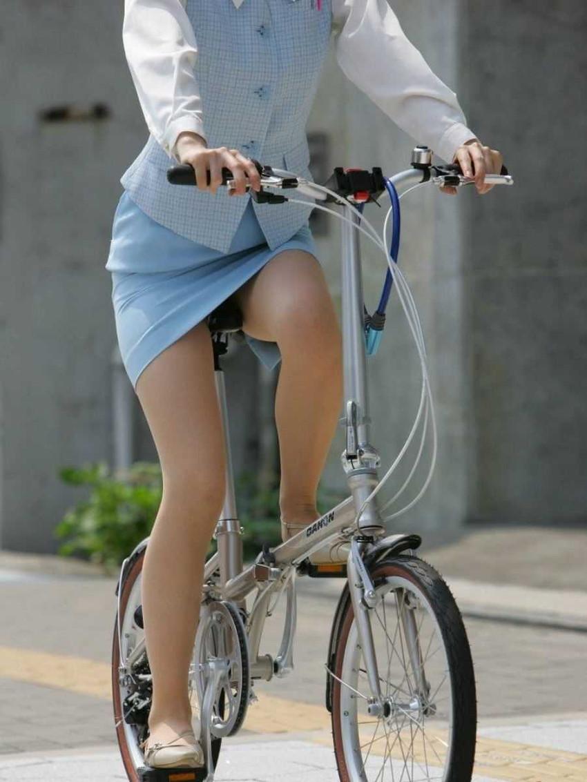 【チャリンコ女子エロ画像】自転車通学の制服JKやスーツOLのパンチラや食い込む美尻が朝から嬉し過ぎるチャリンコ女子のエロ画像集!ww【80枚】 26