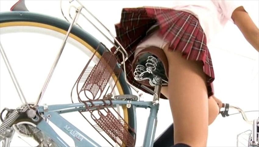 【チャリンコ女子エロ画像】自転車通学の制服JKやスーツOLのパンチラや食い込む美尻が朝から嬉し過ぎるチャリンコ女子のエロ画像集!ww【80枚】 29