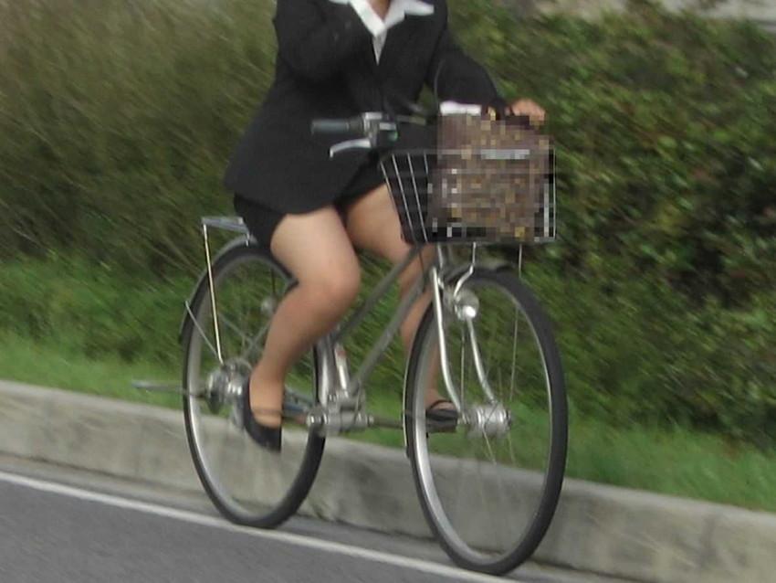 【チャリンコ女子エロ画像】自転車通学の制服JKやスーツOLのパンチラや食い込む美尻が朝から嬉し過ぎるチャリンコ女子のエロ画像集!ww【80枚】 31