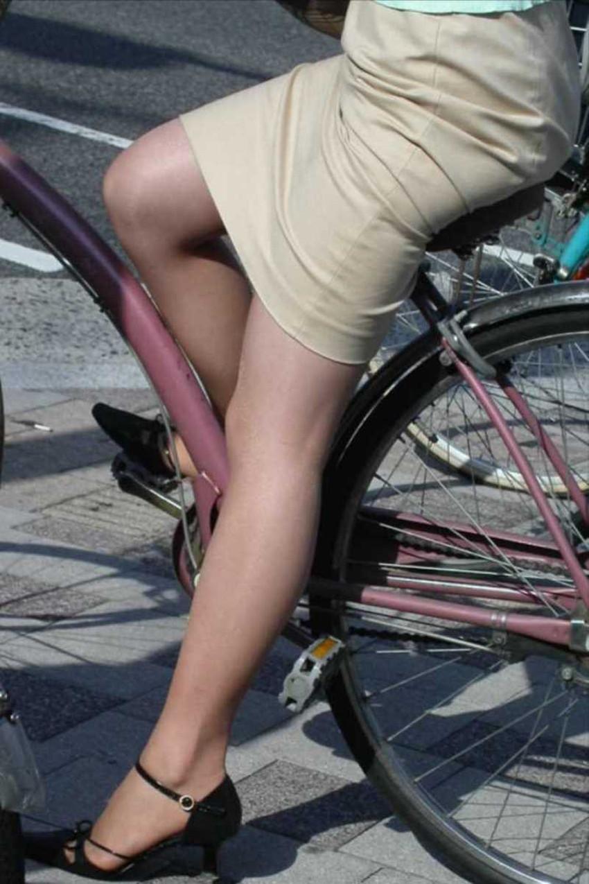【チャリンコ女子エロ画像】自転車通学の制服JKやスーツOLのパンチラや食い込む美尻が朝から嬉し過ぎるチャリンコ女子のエロ画像集!ww【80枚】 36
