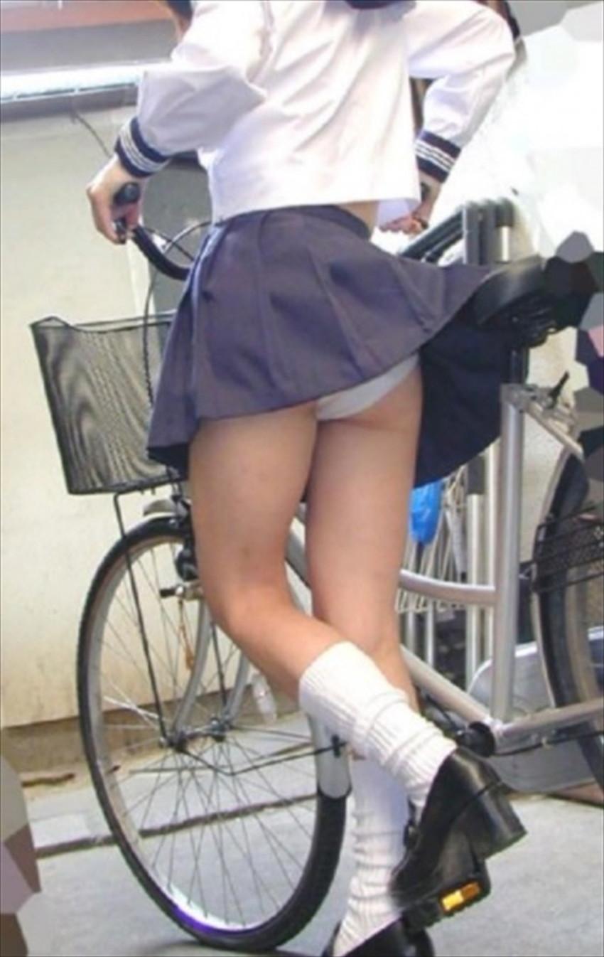 【チャリンコ女子エロ画像】自転車通学の制服JKやスーツOLのパンチラや食い込む美尻が朝から嬉し過ぎるチャリンコ女子のエロ画像集!ww【80枚】 40