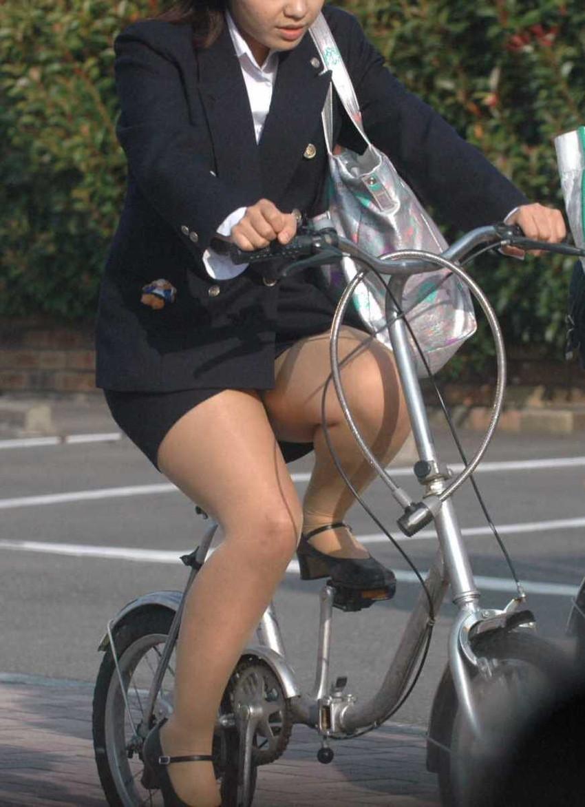 【チャリンコ女子エロ画像】自転車通学の制服JKやスーツOLのパンチラや食い込む美尻が朝から嬉し過ぎるチャリンコ女子のエロ画像集!ww【80枚】 41