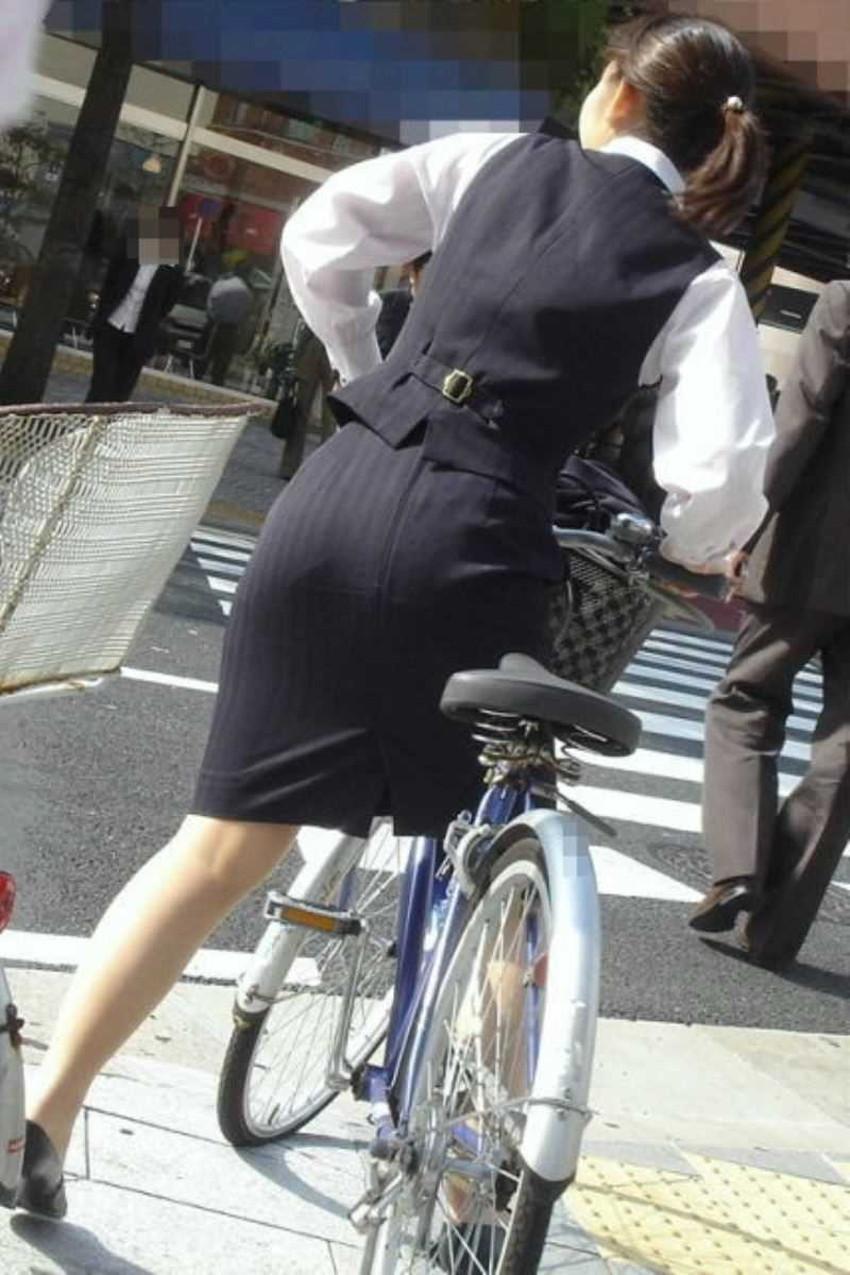 【チャリンコ女子エロ画像】自転車通学の制服JKやスーツOLのパンチラや食い込む美尻が朝から嬉し過ぎるチャリンコ女子のエロ画像集!ww【80枚】 47