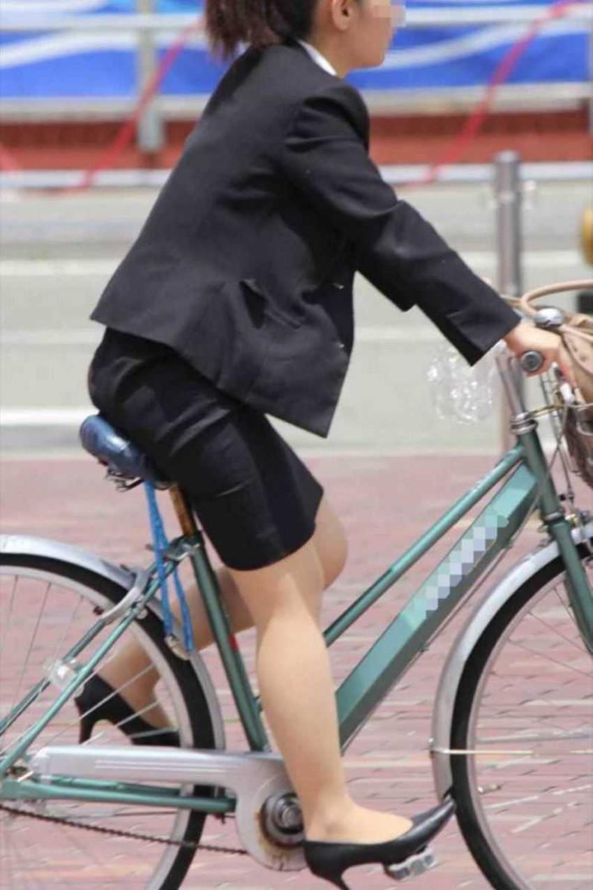 【チャリンコ女子エロ画像】自転車通学の制服JKやスーツOLのパンチラや食い込む美尻が朝から嬉し過ぎるチャリンコ女子のエロ画像集!ww【80枚】 60