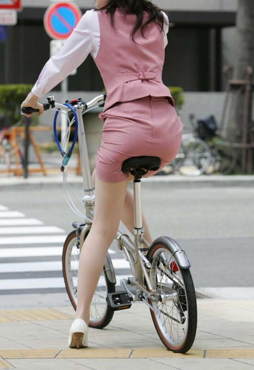 【チャリンコ女子エロ画像】自転車通学の制服JKやスーツOLのパンチラや食い込む美尻が朝から嬉し過ぎるチャリンコ女子のエロ画像集!ww【80枚】 62