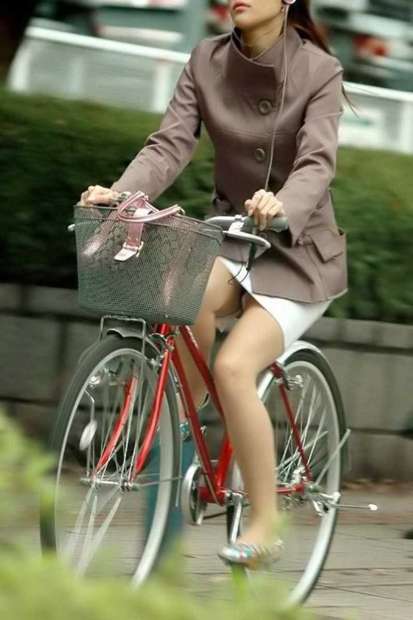 【チャリンコ女子エロ画像】自転車通学の制服JKやスーツOLのパンチラや食い込む美尻が朝から嬉し過ぎるチャリンコ女子のエロ画像集!ww【80枚】 63
