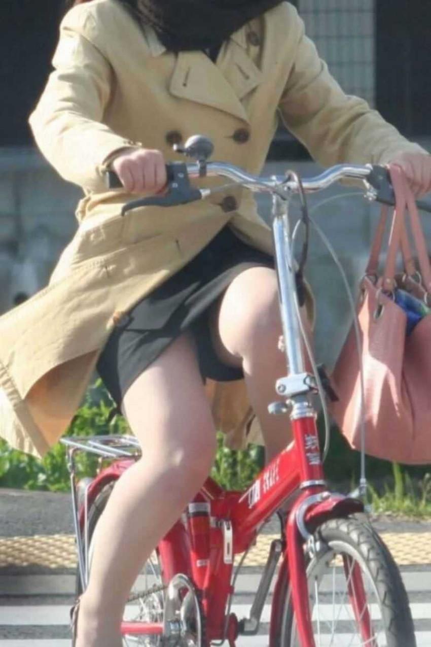 【チャリンコ女子エロ画像】自転車通学の制服JKやスーツOLのパンチラや食い込む美尻が朝から嬉し過ぎるチャリンコ女子のエロ画像集!ww【80枚】 67