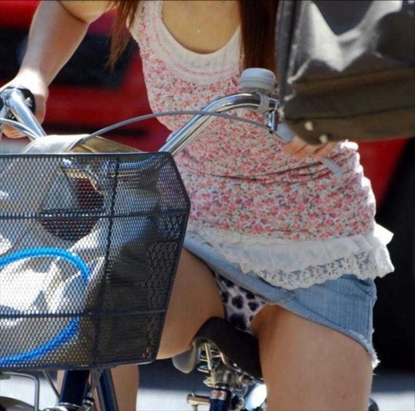 【チャリンコ女子エロ画像】自転車通学の制服JKやスーツOLのパンチラや食い込む美尻が朝から嬉し過ぎるチャリンコ女子のエロ画像集!ww【80枚】 72