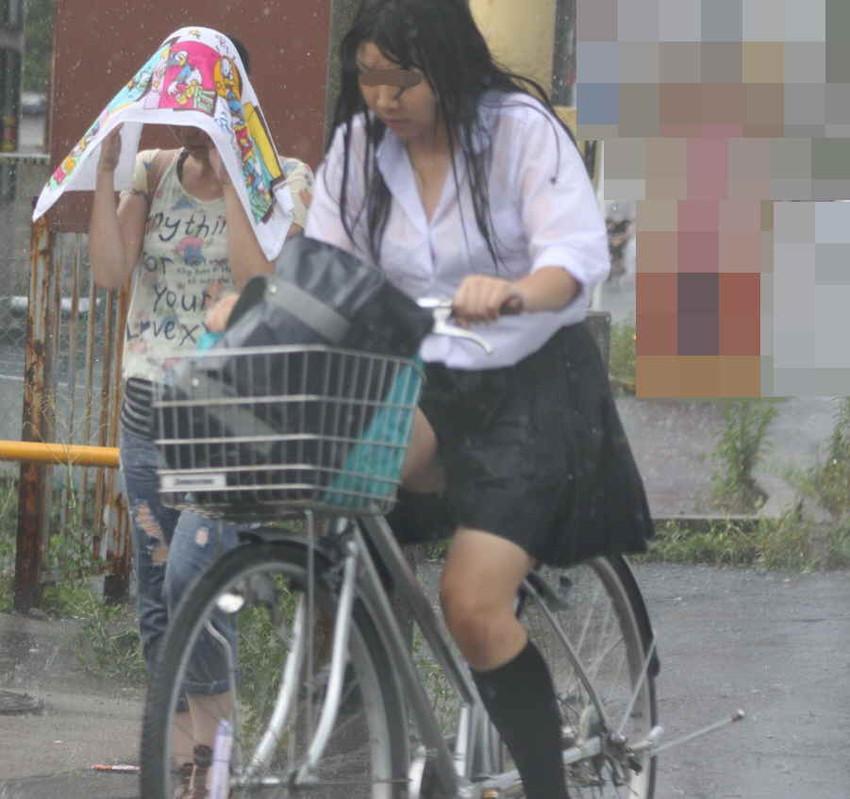 【チャリンコ女子エロ画像】自転車通学の制服JKやスーツOLのパンチラや食い込む美尻が朝から嬉し過ぎるチャリンコ女子のエロ画像集!ww【80枚】 77