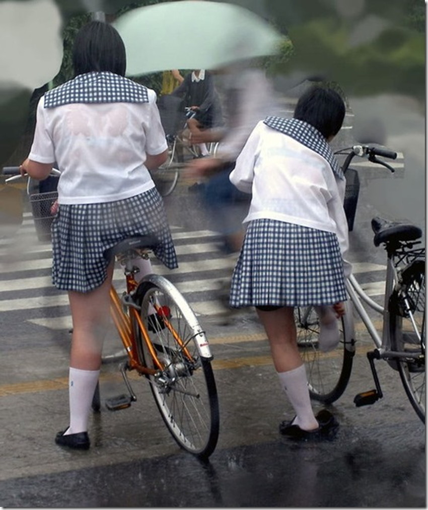 【チャリンコ女子エロ画像】自転車通学の制服JKやスーツOLのパンチラや食い込む美尻が朝から嬉し過ぎるチャリンコ女子のエロ画像集!ww【80枚】 78