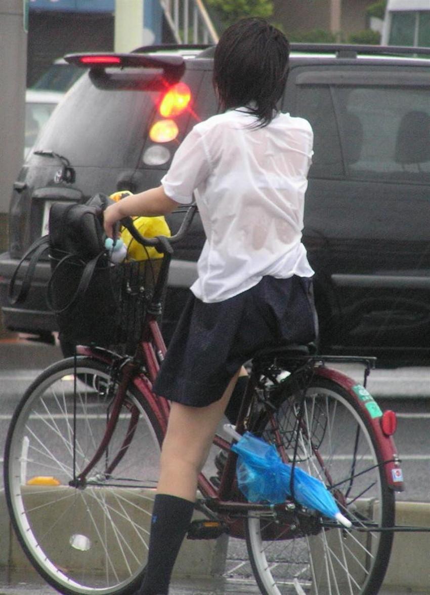 【チャリンコ女子エロ画像】自転車通学の制服JKやスーツOLのパンチラや食い込む美尻が朝から嬉し過ぎるチャリンコ女子のエロ画像集!ww【80枚】 79