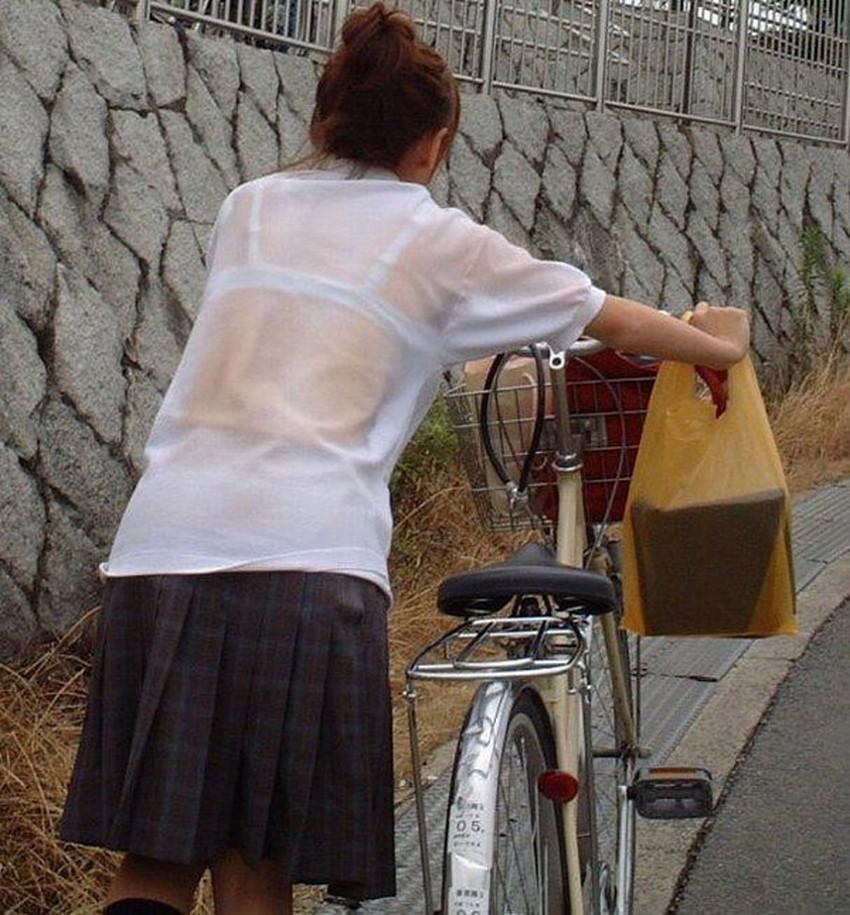 【チャリンコ女子エロ画像】自転車通学の制服JKやスーツOLのパンチラや食い込む美尻が朝から嬉し過ぎるチャリンコ女子のエロ画像集!ww【80枚】 80