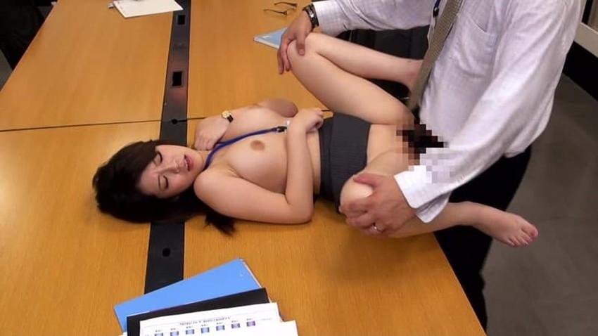 【会議室セックスエロ画像】変態OLが上司と会議室でセックスしてパンスト破りされてる会議室セックスのエロ画像集!ww【80枚】 28