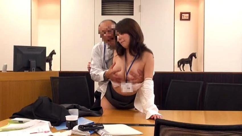 【会議室セックスエロ画像】変態OLが上司と会議室でセックスしてパンスト破りされてる会議室セックスのエロ画像集!ww【80枚】 34